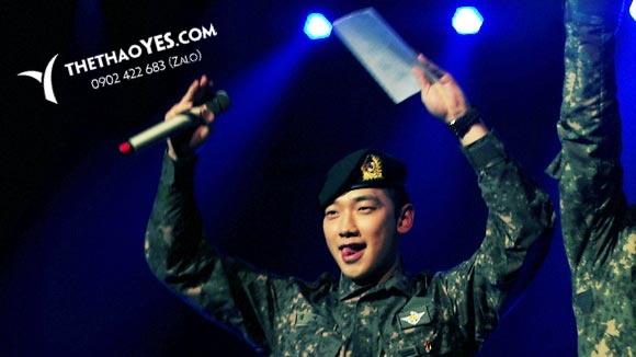 bi rain dễ thương khi biểu diễn trong quân đội